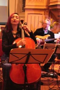 Dalai Theofilopoulou - Cello  Michael Rodach - Gitarre